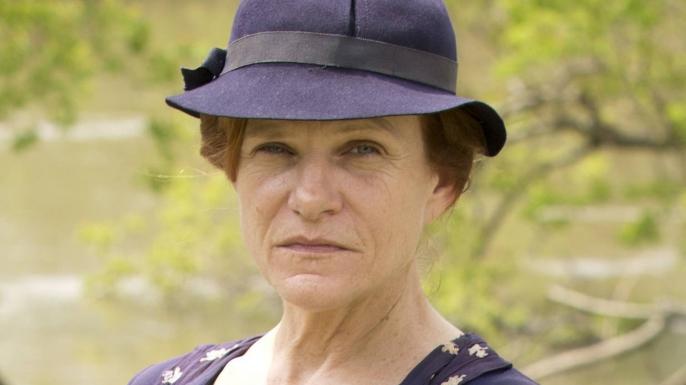 Dale Dickey as Cummie Barrow