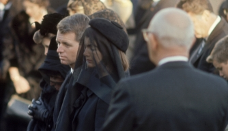 Jacqueline Kennedy, Robert Kennedy