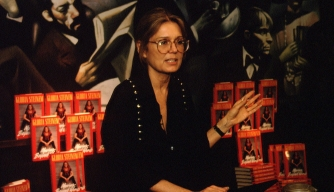 The feminist Gloria Steinem signing her book