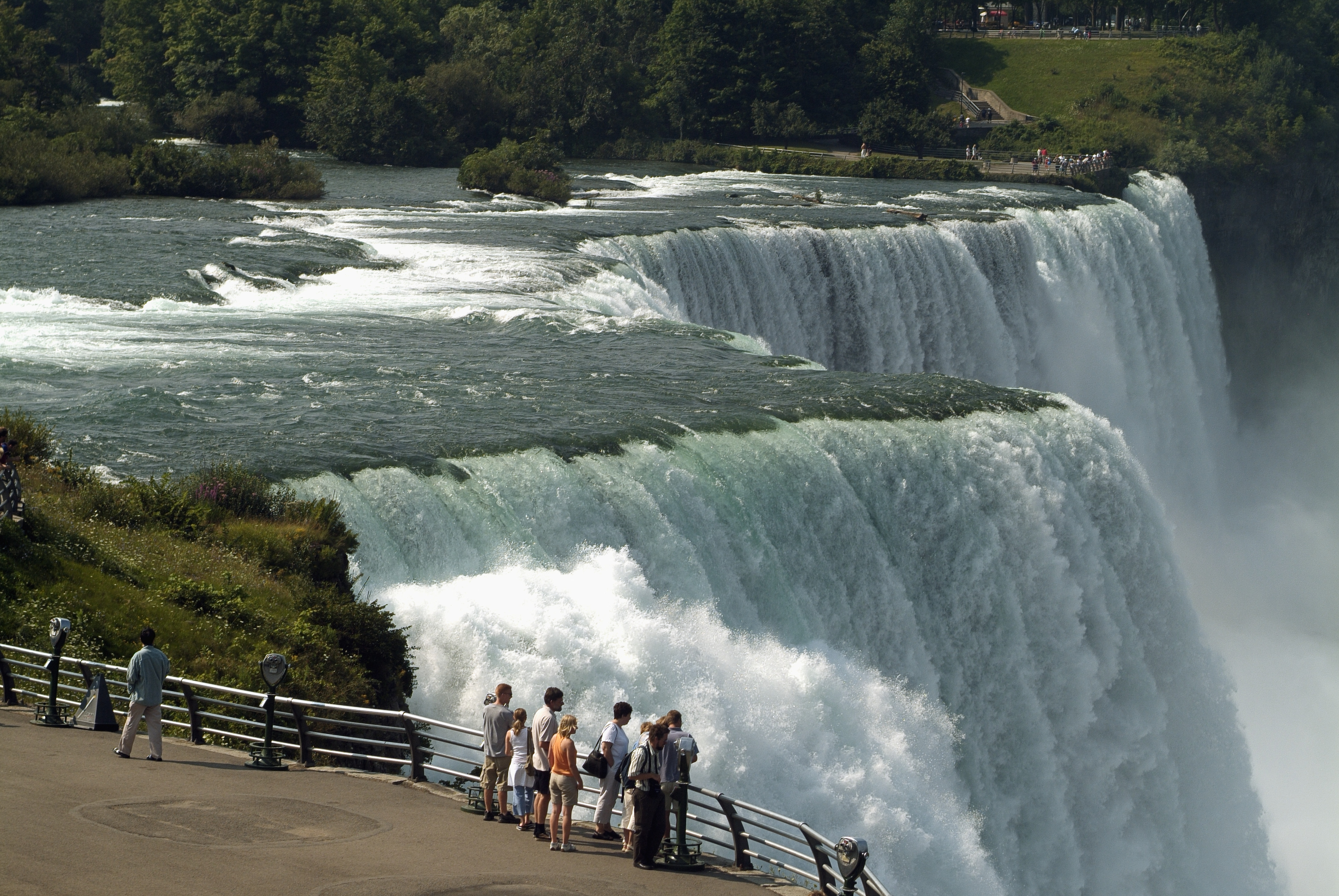 Touristsatniagarafalls New York Pictures New York HISTORYcom - Is new york in the united states