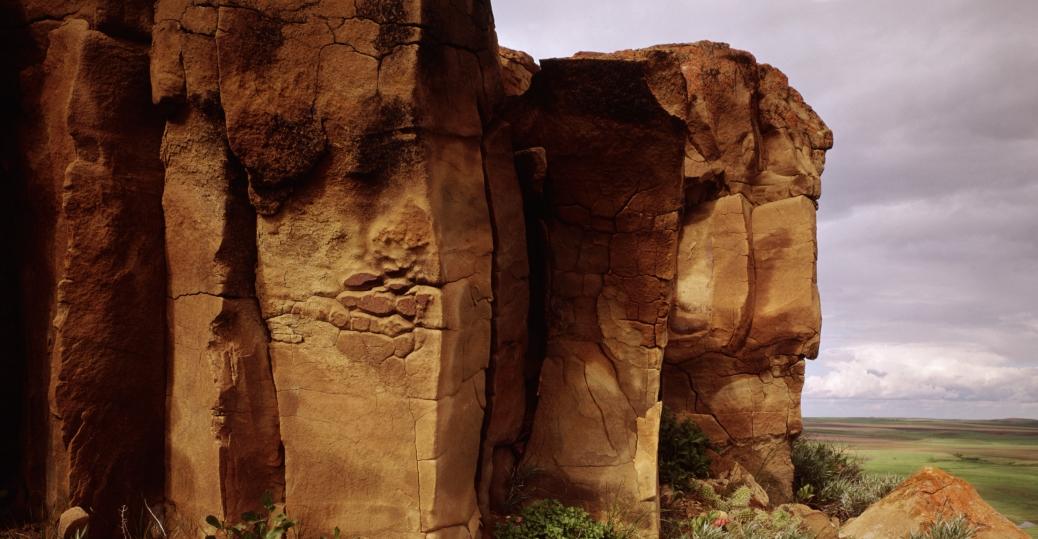 sandstone cliffs, missouri river, lewis and clark, north dakota, sandstone bluff