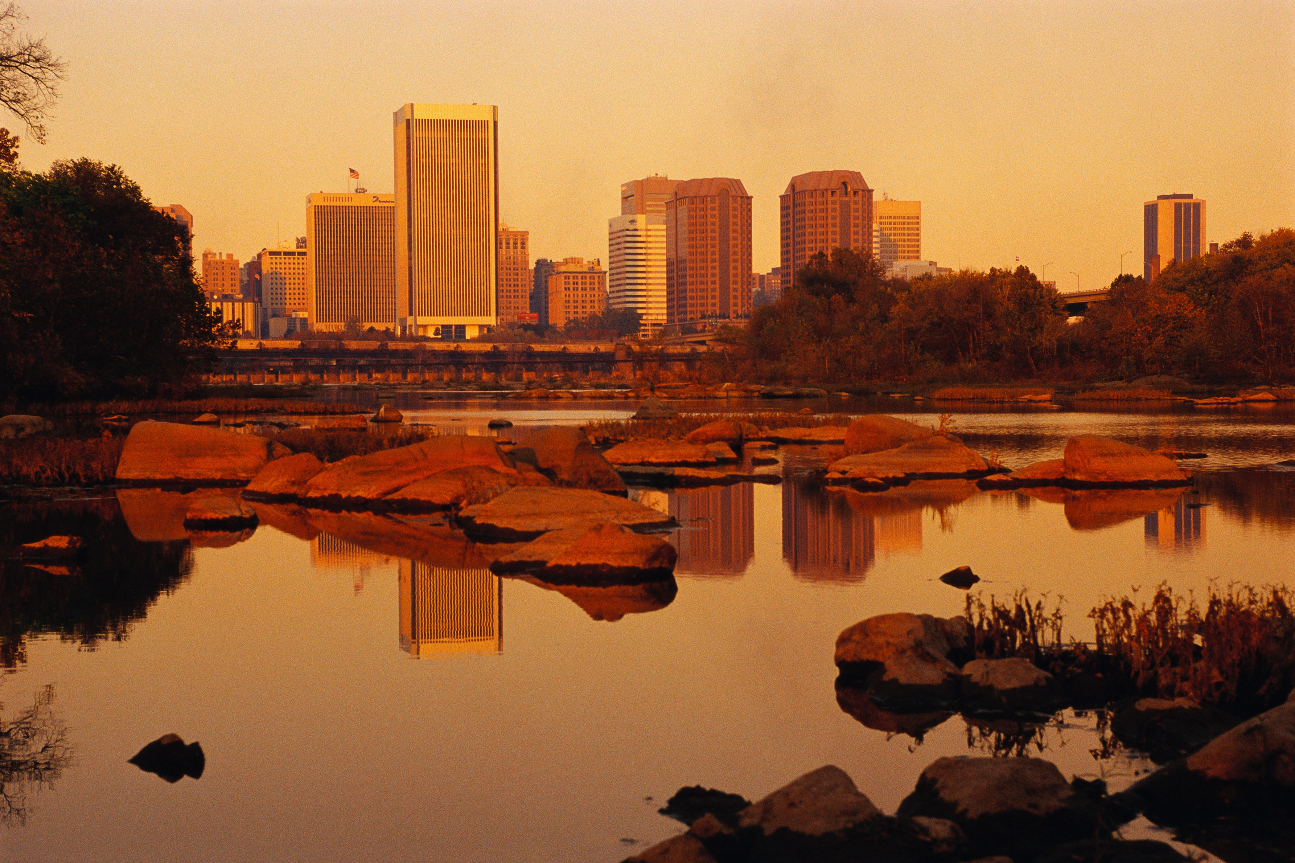 City Of Richmond Va >> autumn-in-shenandoah-national-park-2 - Virginia Pictures - Virginia - HISTORY.com