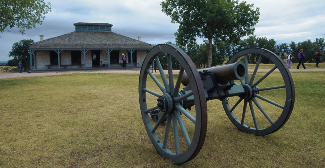 fort laramie, wyoming, oregon trail, mormon trail, cannon