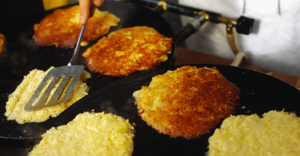 hanukkah, latkes, potato pancakes, hanukkah celebration, hanukkah tradition, holidays