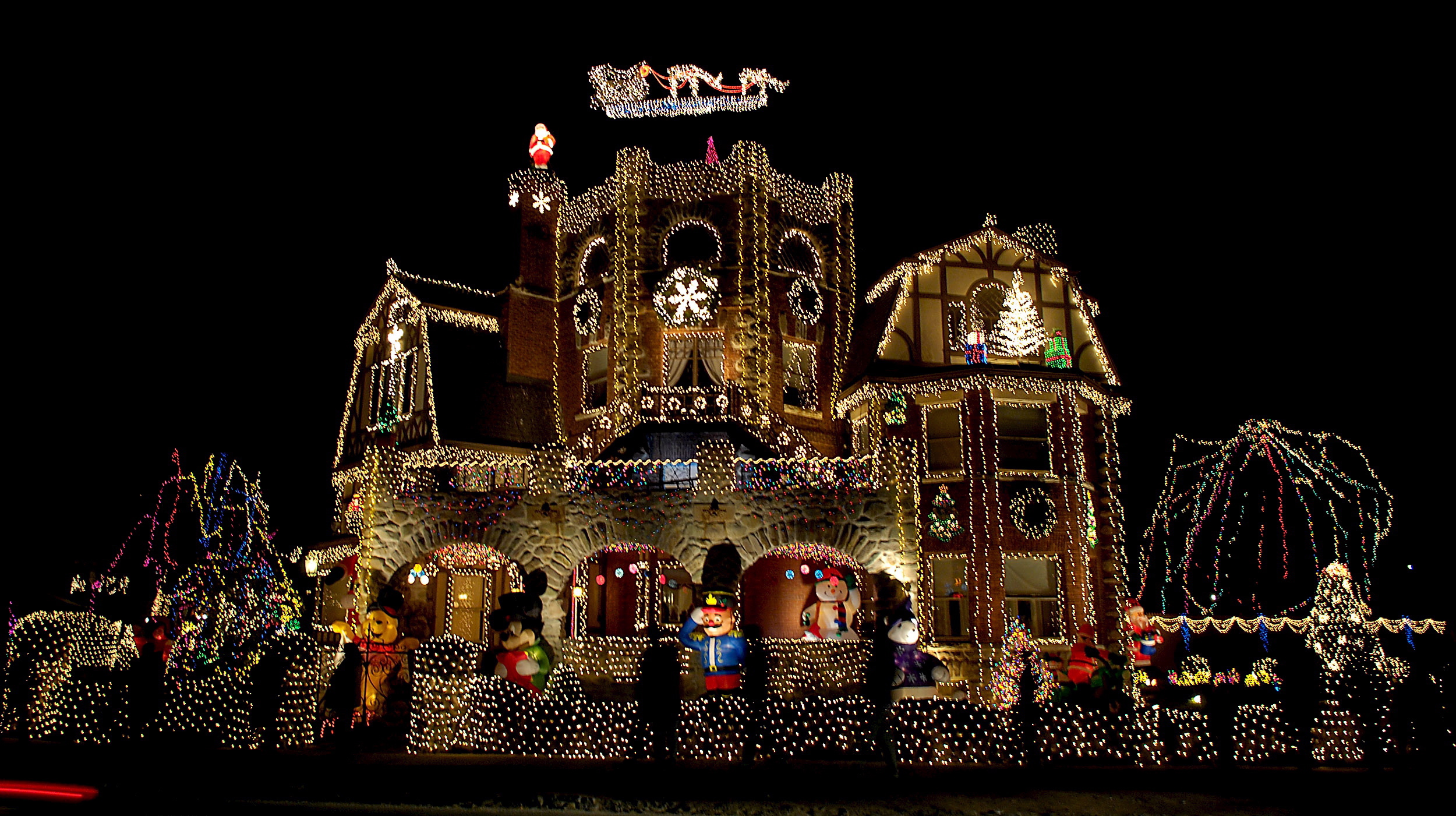 100 Christmas Lights On House The 12 Rules Of