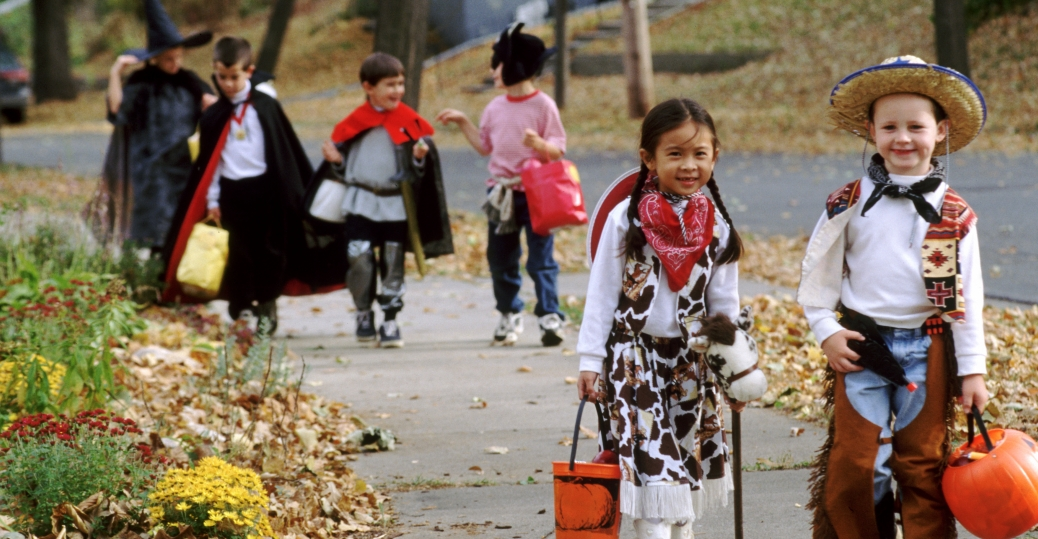 trick-or-treating-children - Halloween Pictures - History of ...