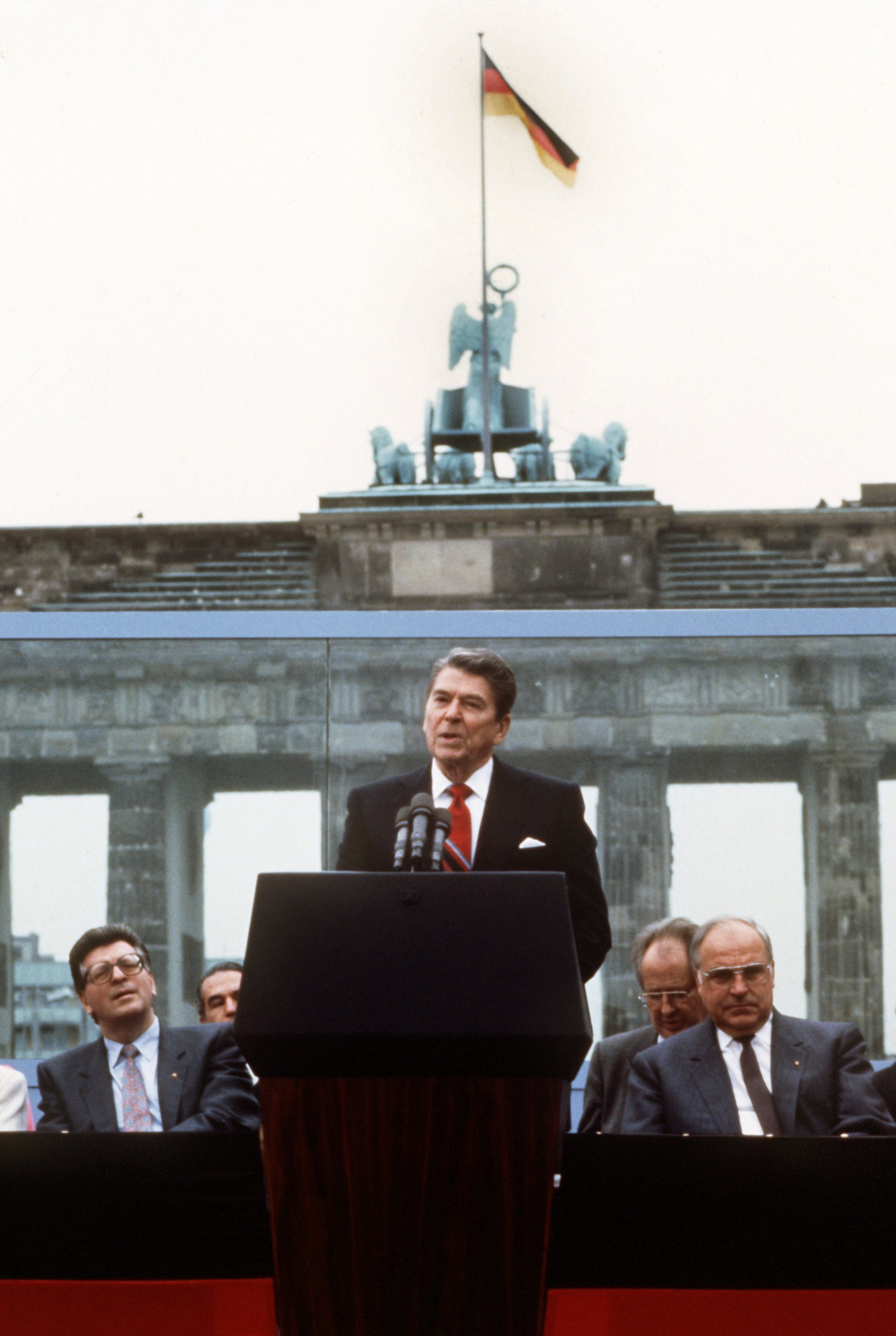 president-reagan-speaking-at-brandenburg-gate - Ronald Reagan ...