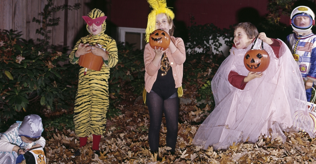halloween, trick or treating, 1970s, children, costumes, pumpkins, 1974