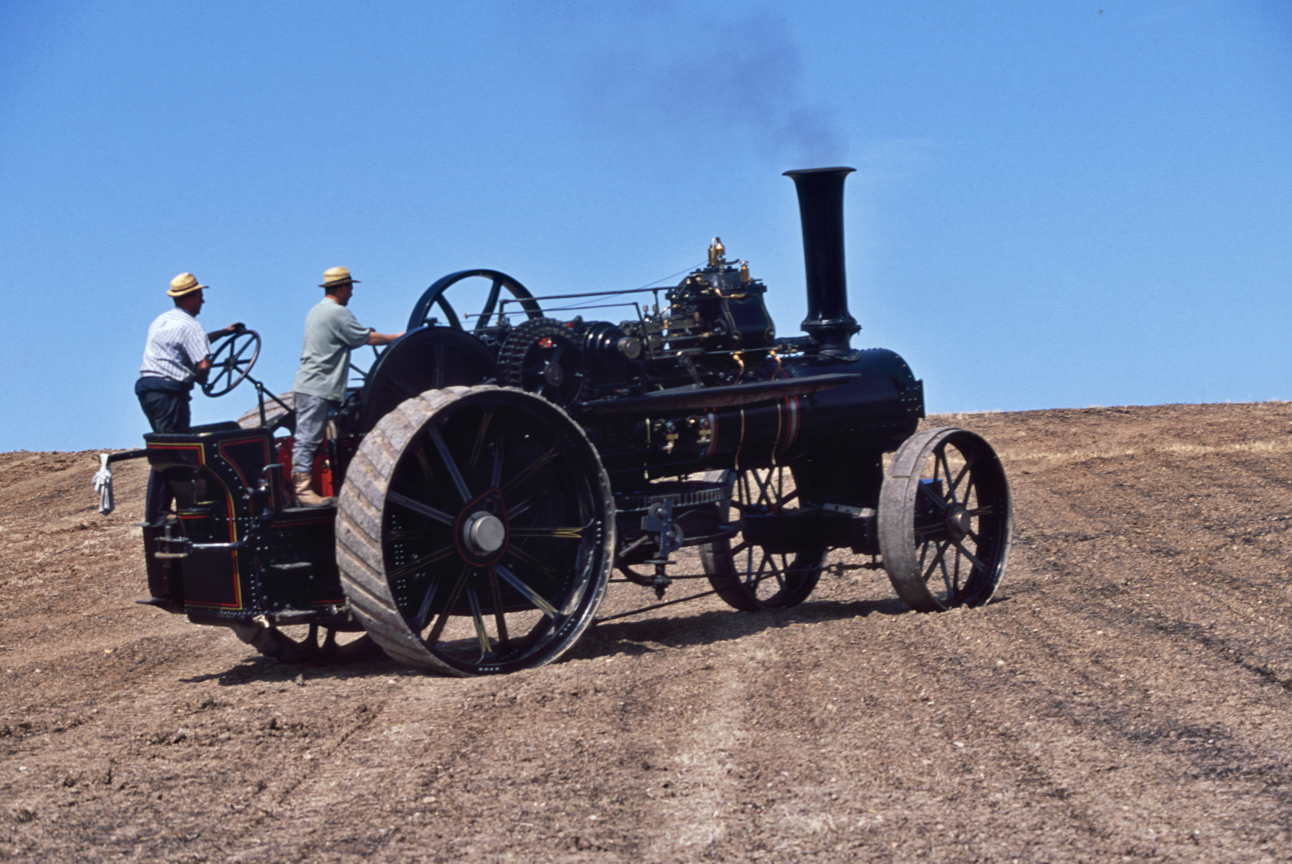 1800s-steam-traction-engine-tractor-in-agricultural-field ...