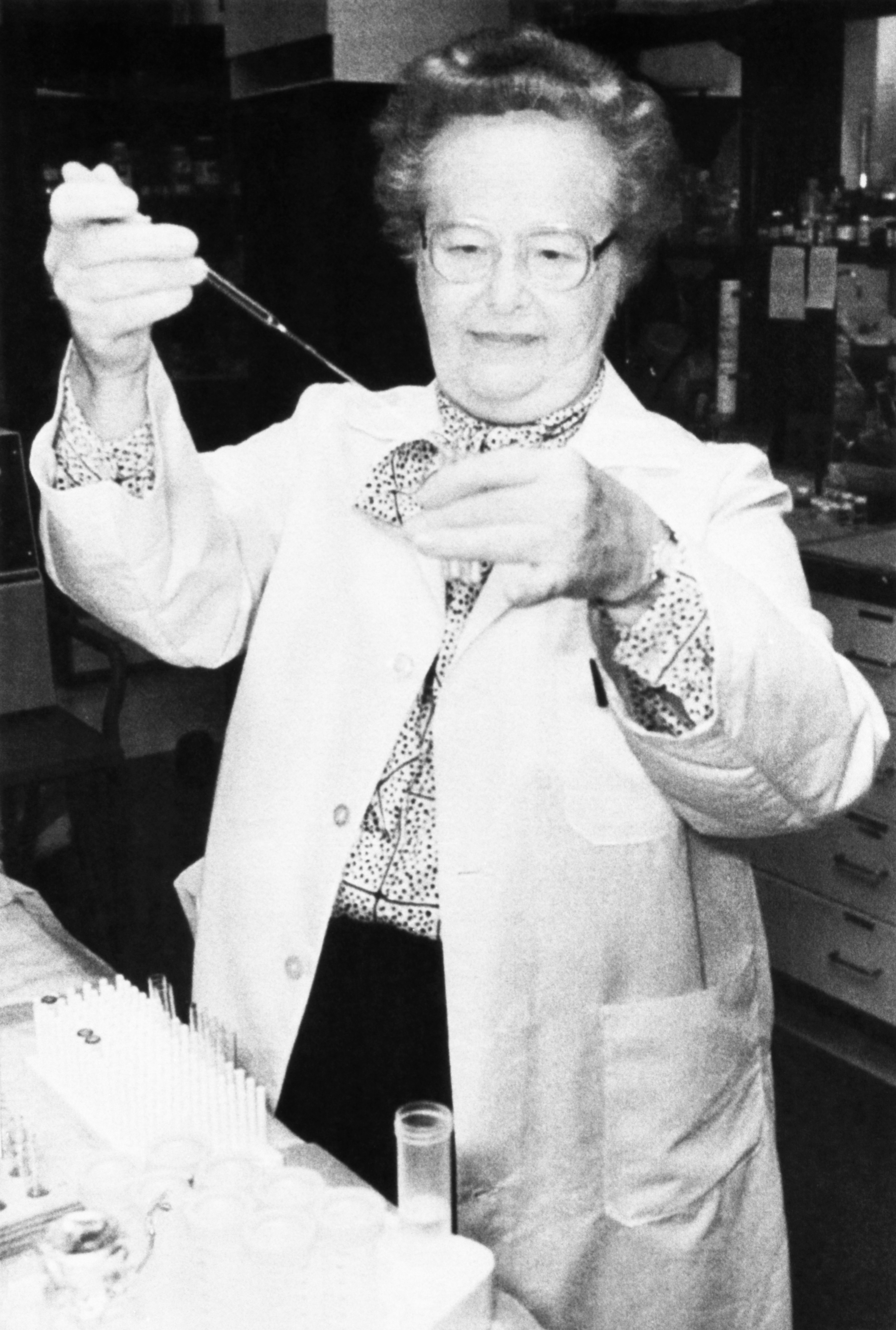 gertrude b elion Gertrude b elion, co-recipient of the nobel prize in medicine elion was a member of one of the greatest drug-discovery partnerships in the history of medicine.