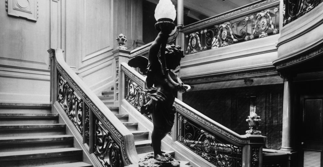 staircase to restaurant on the titanic passengers and titanic staircase the titanic dining room cherub lamp 1912