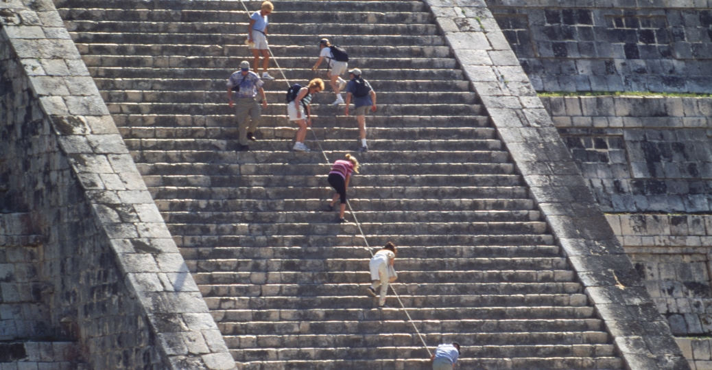 el castillo, the castle, the main plaza, ancient maya city, chicken itza, mexico, latin america, mesoamerican pyramids, AD 600, el castillo staircase, steps, mayan calendar