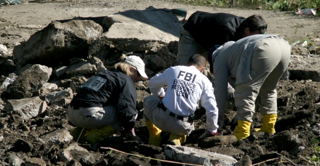 mafia graveyard, federal agents, fbi, new york city, medical examiners, ozone park, queens, 2004, mob burial ground, criminal figures, the mafia, the mob, italian-american mafia