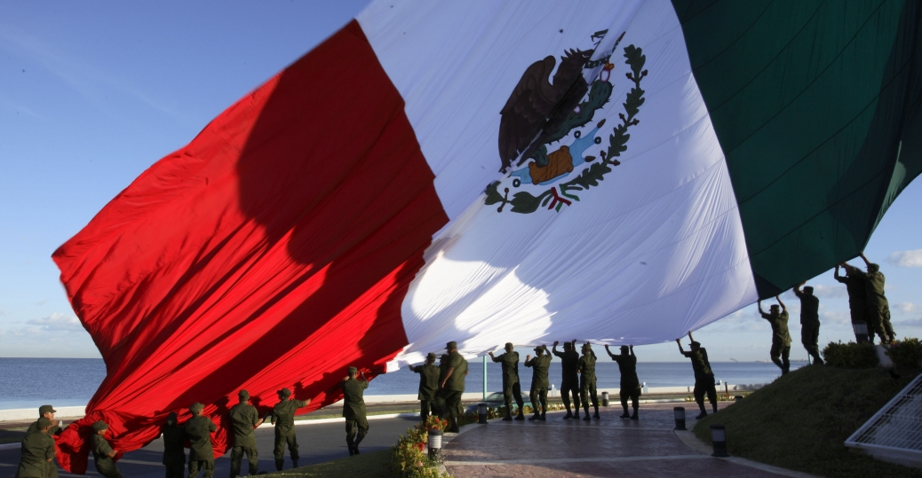 mexican soldiers, mexican flag, campeche, mexico, campeche's boardwalk, the gulf of mexico