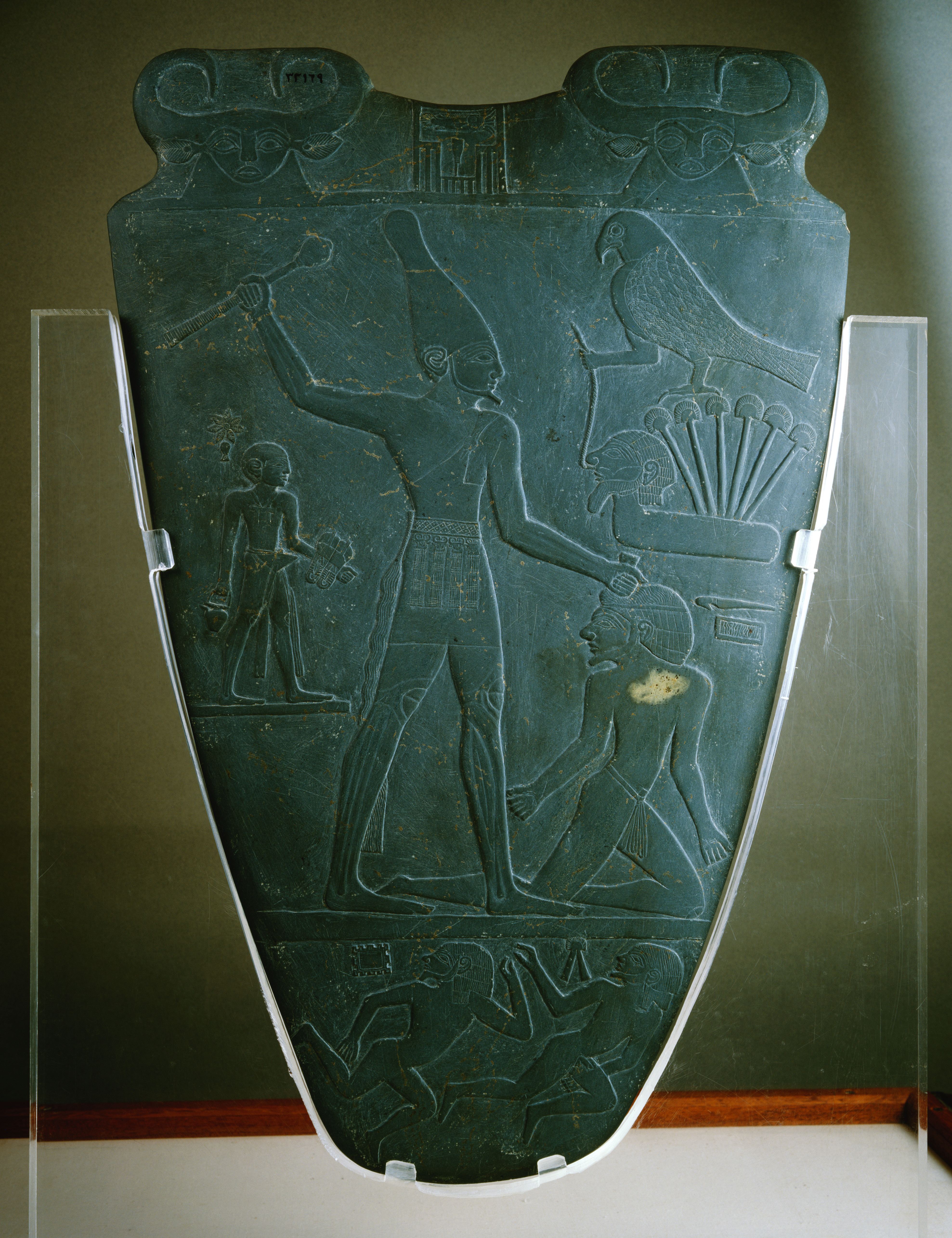essay on palette of narmer Name: instructor: course: date: art history 4th edition the steele of naram-sin and the palette of narmer refer to egyptian archeological pieces that the steele of naram-sin and the palette of narmer - assignment the focus of this essay is on the famous artwork of van gogh that.