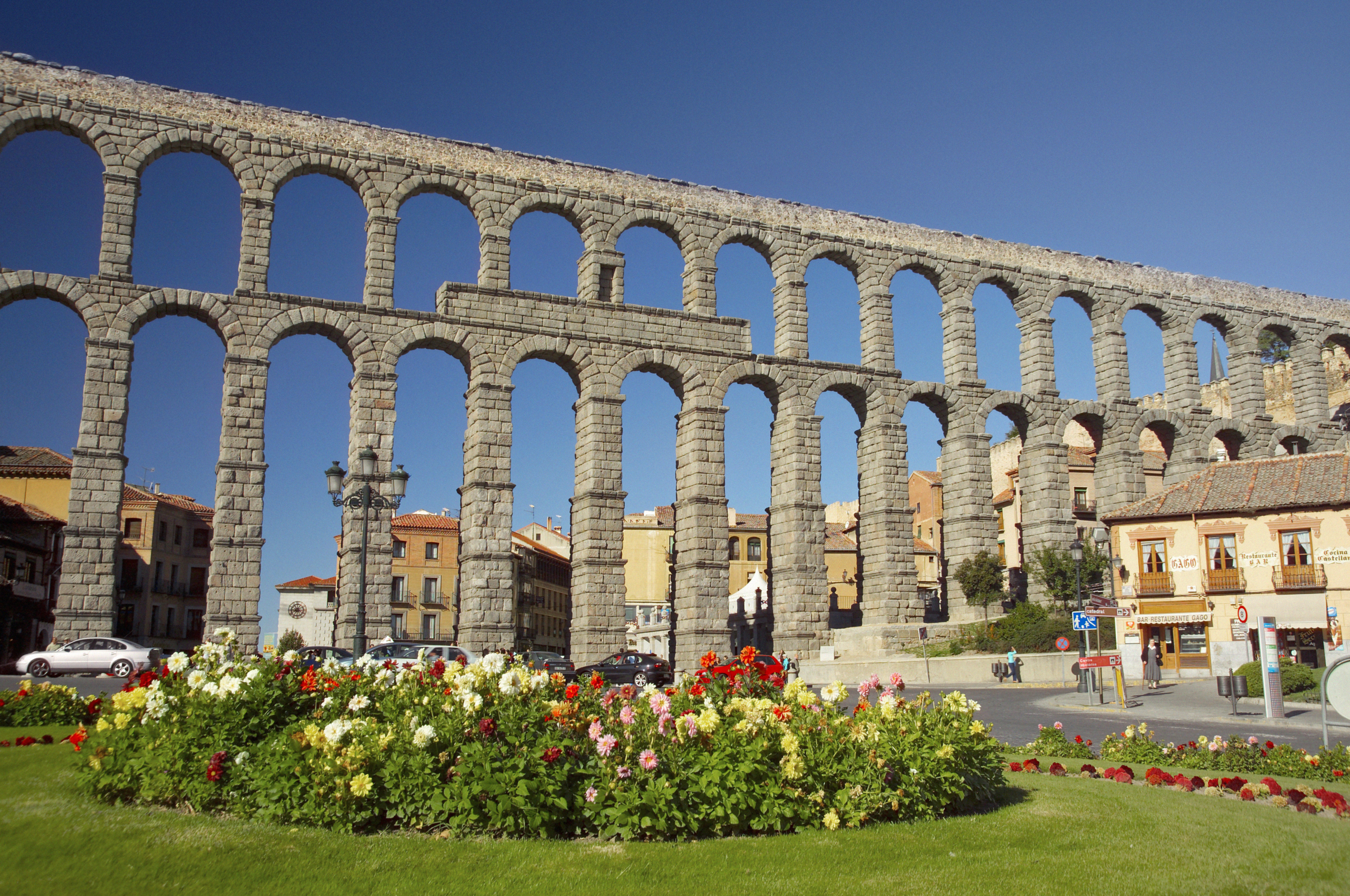 an introduction to the history of aqueducts in rome The aqueduct of segovia was built during the second half of the 1st century ad  under the rule of the roman empire and supplied water from the frío river to.