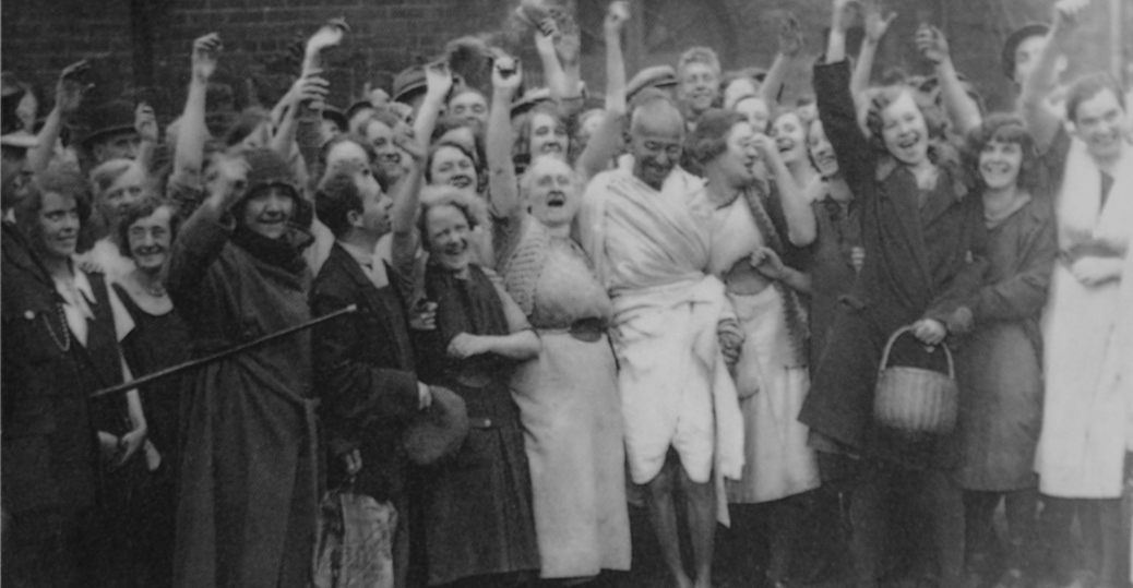 1931, gandhi, england, the british government, darwen, textile factory, gandhi in england