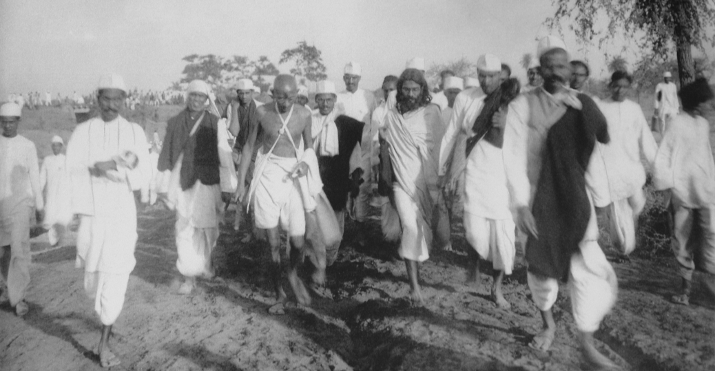 salt march, 1930, indians, gandhi, ahmadabad, arabian sea, british salt taxes