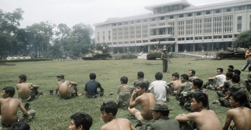 south vietnamese soldiers, saigon, presidential palace, the vietnam war, the fall of saigon