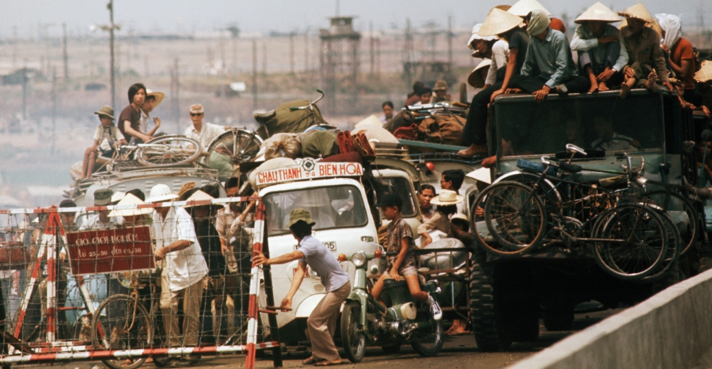 south vietnam, saigon, refugees fleeing to saigon, the vietnam war, fall of saigon