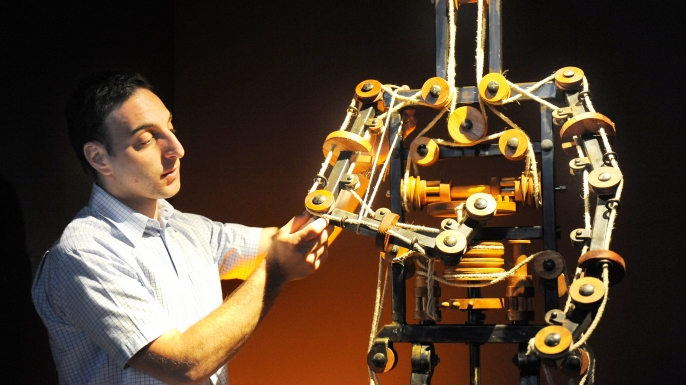 Life-sized recreation of Da Vinci's robot. (Credit: William West/AFP/Getty Images)