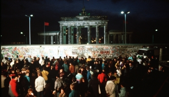 West German protestors gather at the Brandenburg Gate, November 1989
