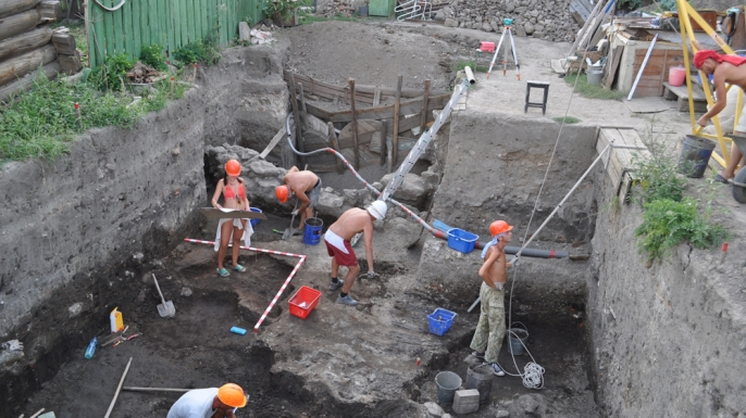 Archaeologists from the Saratov Regional Museum of Local Lore at the Ukek dig site