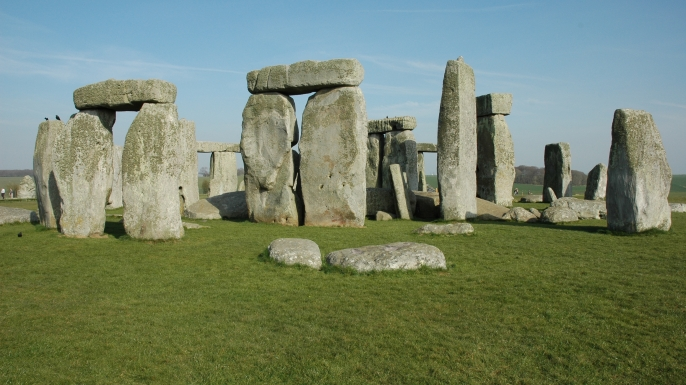 a history of the origins of stonehenge a monument Stonehenge, a huge prehistoric monument, was built 5000 years ago in england   live science history  stonehenge is a massive stone monument located on  a chalky plain north of the modern-day city of salisbury,.