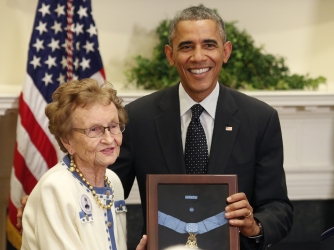 Helen Loring Ensign receives the Medal of Honor on behalf of Alonzo Cushing in a White House ceremony on November 6, 2014. (Credit: Yuri GripasAFP/Getty Images)