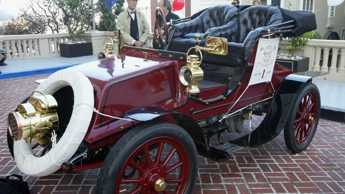 A 1903 Winton touring car.