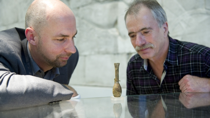 Michael Höveler-Müller and Helmut Wiedenfeld of the University of Bonn examine a flask thought to have belonged to the Egyptian queen Hatshepsut.
