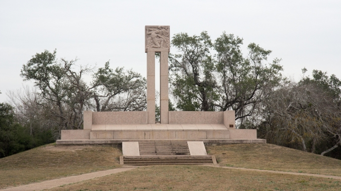 Monument marking the graves of the victims of the Goliad Massacre.