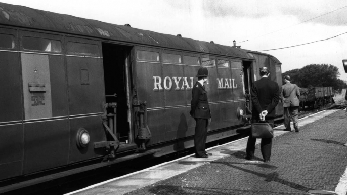 Investigators examine the Royal Mail train involved in the Great Train Robbery. (Credit: Evening Standard/Getty Images