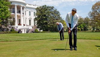 President Obama and Vice President Biden play golf in front of the White House. (Credit: Getty Images)