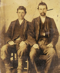 Tintype photo, purportedly of Jesse James (right) seated beside his one-time partner and eventual killer Robert Ford (left). (Credit: Lois Gibson/https://www.facebook.com/photo.php?fbid=10205954191792282&set=a.10205954177311920.1073741833.1184473580&type=3&theater)