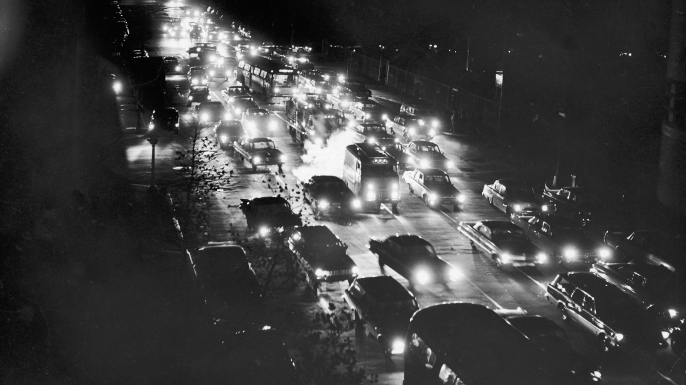 Traffic jam on First Avenue during the blackout. (Credit: Hulton Archive/Getty Images)