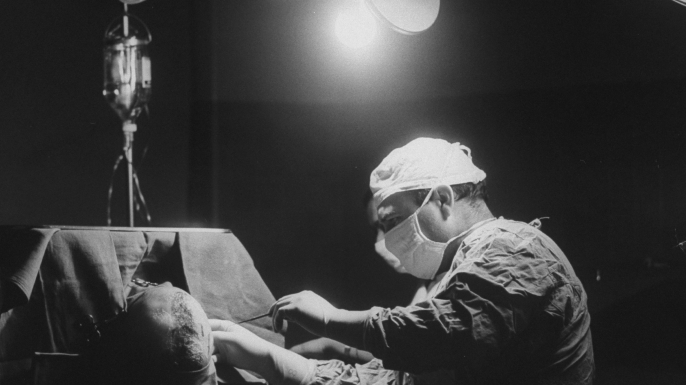 Brain surgery at St. Vincent's Hospital during the blackout. (Credit: Ted Russell/The LIFE Images Collection/Getty Images)