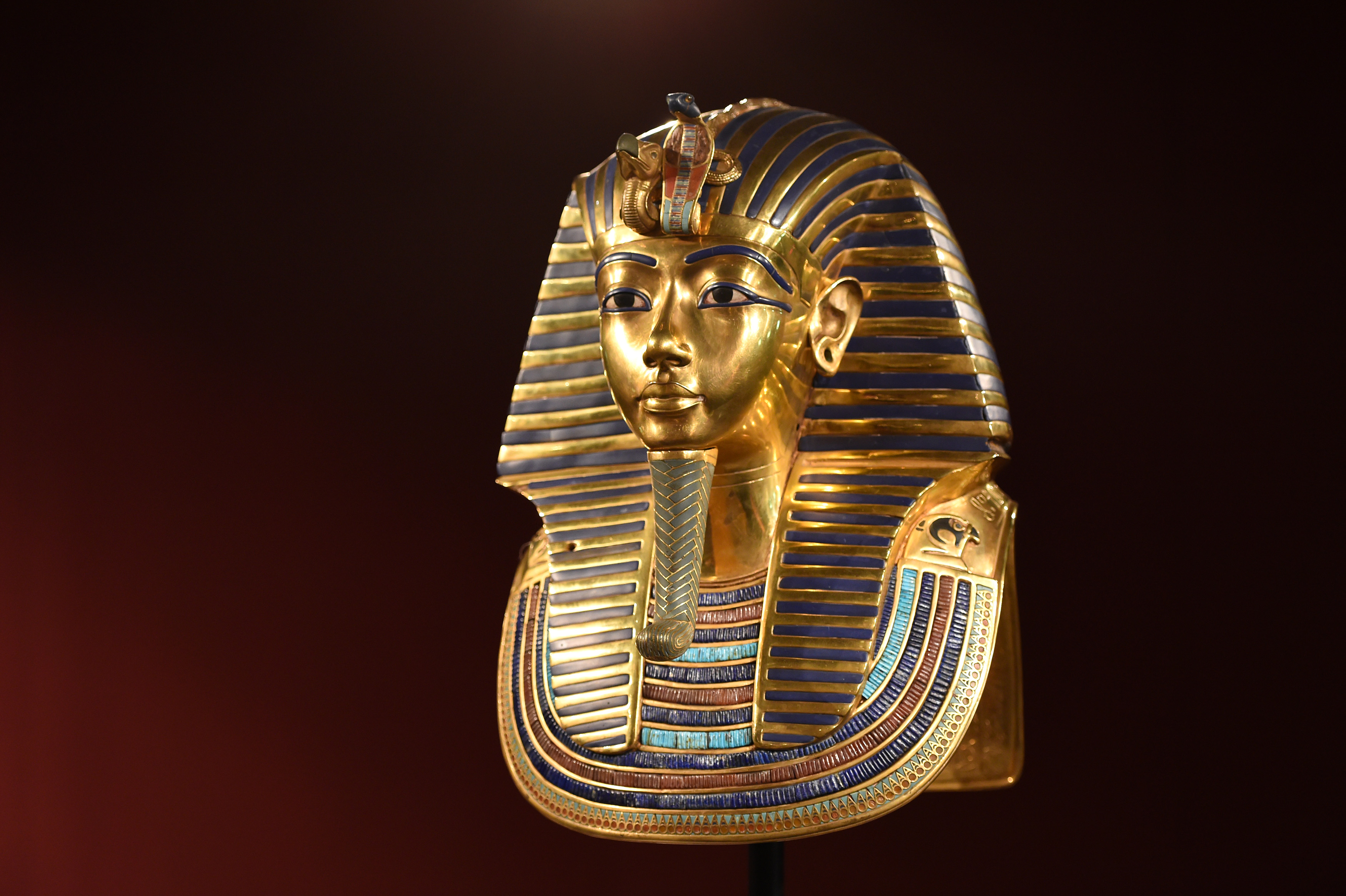 king tutankhamun It was nov 26, 1922 howard carter and his team had spent five years looking  for the final resting place of king tutankhamun they had finally.