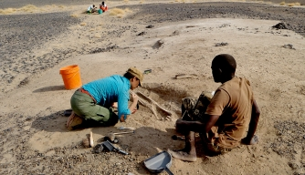 Dr Frances Rivera and Denis Misiko Mukhongo during excavation. (Credit: Marta Mirazón Lahr)