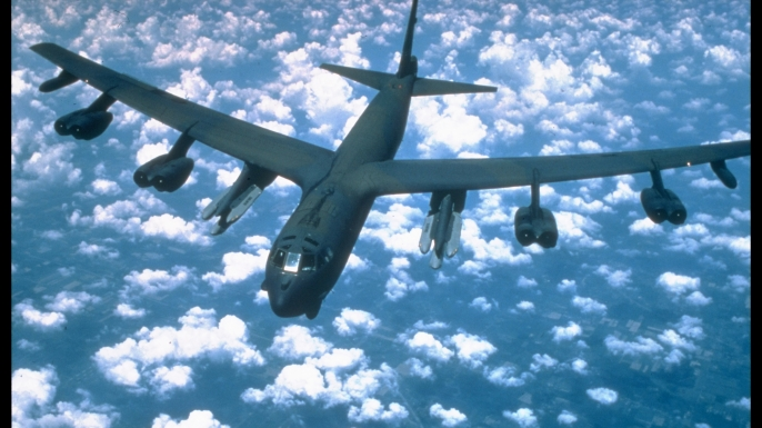 B-52 bomber in flight.  (Credit: Bill Thompson/Getty Images)
