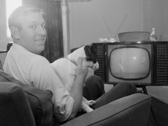 David Corbett and Pickles watch the World Cup Final on TV. (Credit: Downing/Express/Hulton Archive/Getty Images)