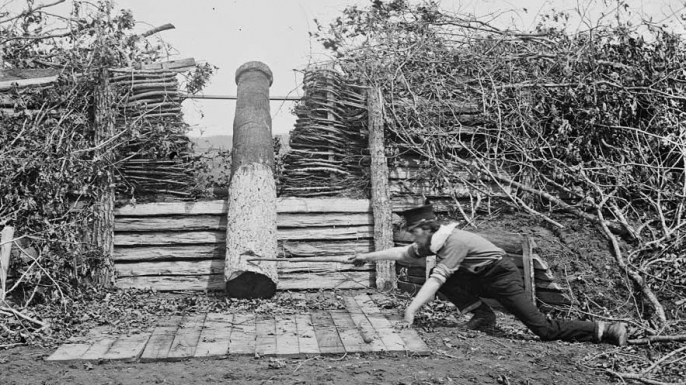 Quaker gun near Centreville, Virginia. (Credit: Public Domain)