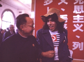Qian Weichang met with the visiting U.S. table tennis player Glenn Cowan in 1971. (Credit: ChinaFotoPress/Getty Images)
