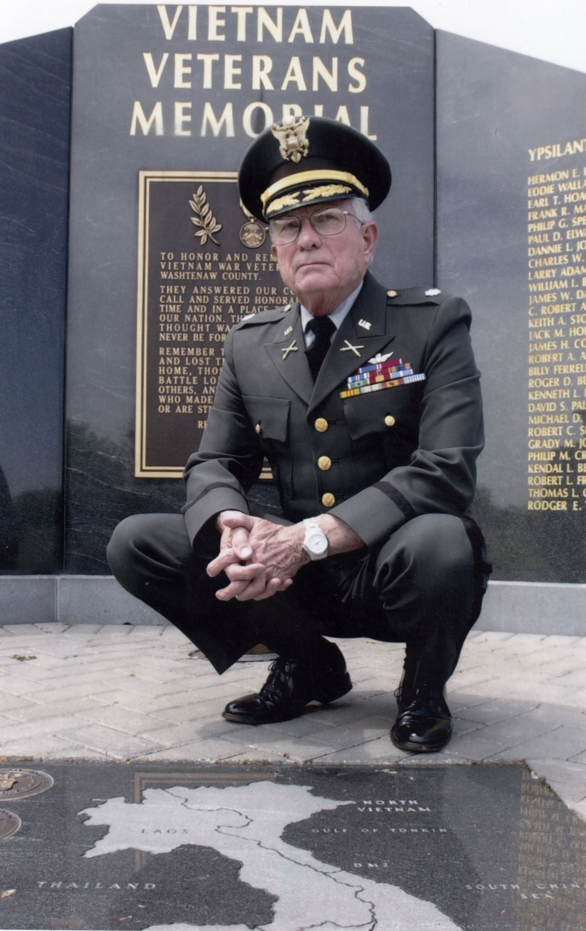 Tom kennedy us army claims service - Retired U S Army Lt Col Charles Kettles Poses In Front Of The Vietnam Veteran S