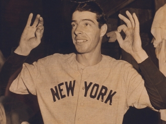 DiMaggio making zeroes with his fingers to signify the end of his streak on July 17. (Credit: Joe Traver/Getty Images)
