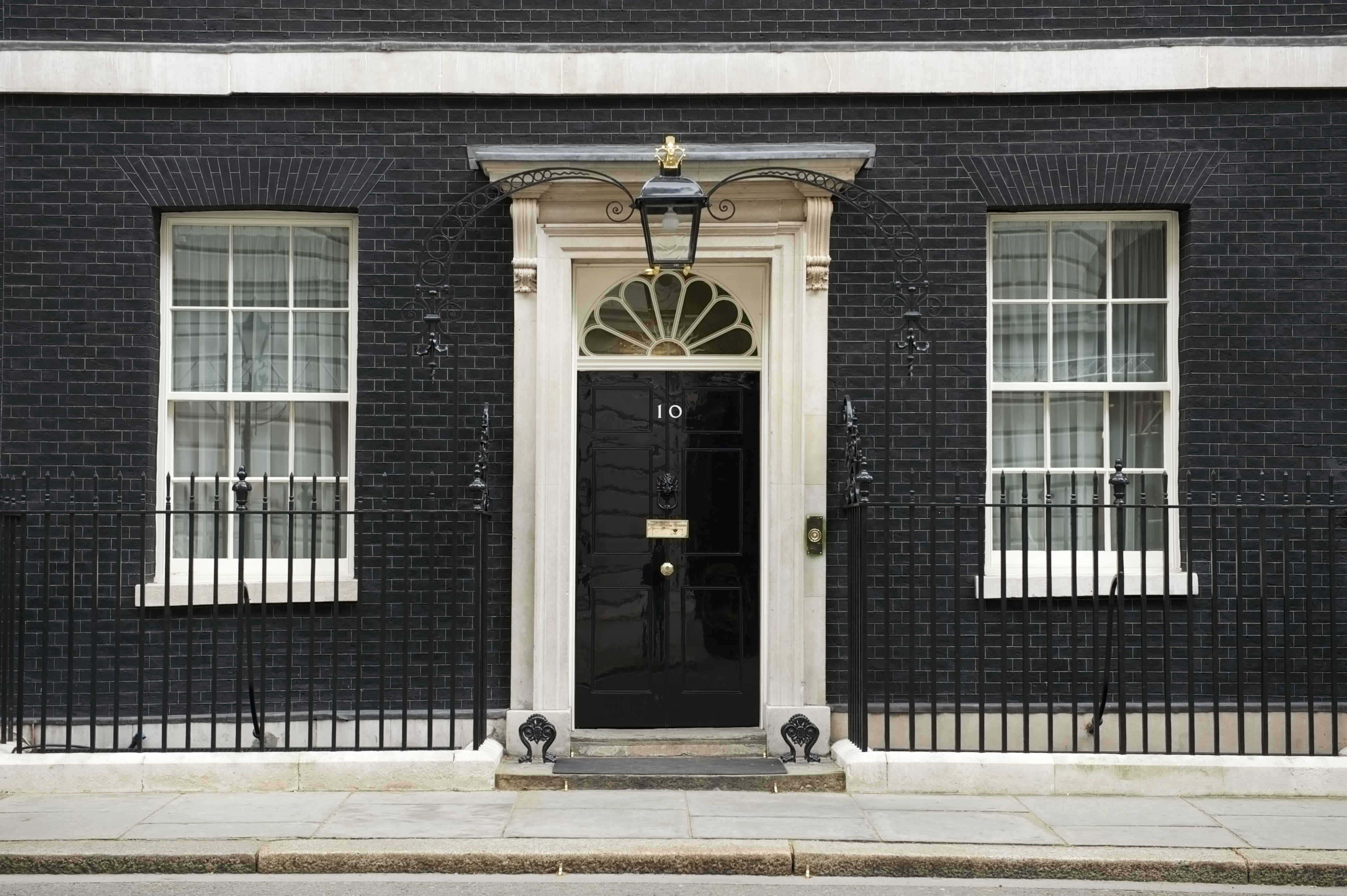 the surprising history of 10 downing street history in. Black Bedroom Furniture Sets. Home Design Ideas