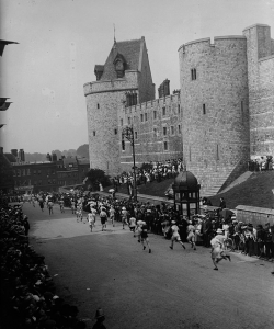The start of the Marathon at Windsor Castle at the Olympic Games in 1908.  (Credit: Topical Press Agency / Getty Images)