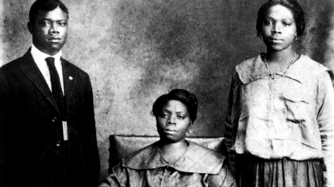 Louis Armstrong with his mother and sister Beatrice in New Orleans in 1921. (Credit: Apic/Getty Images)
