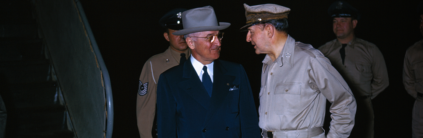 truman vs macarthur In the meticulously researched the general vsthe president, historian hw brands provides the rest with a vivid accounting of an event that was, on the surface, a personality conflict between.