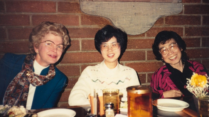 Socializing over lunch. From left to right, Barbara Paulson, Vickie Wang and Helen Ling. (Credit: JPL)